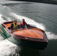 15' Ski King - mid-engine ski boat-boatdesign Totally going to build this one day!!