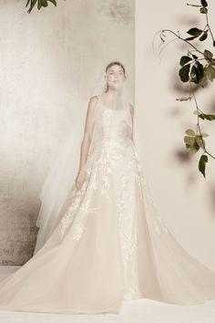 Best A-Line Wedding Dress: Elie Saab Bridal & Wedding Dresses Spring 2018 Elie Saab Bridal, Flower Dresses, Ball Dresses, Ball Gowns, Elie Saab Brautkleid, Bridal Wedding Dresses, Bridal Style, Tulle Wedding, Elie Saab Printemps
