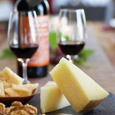 How to pair wine & cheese - tips from experts!