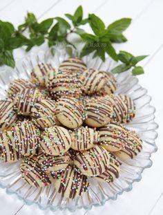 Fursecuri pentru Craciun - Desert De Casa - Maria Popa My Recipes, Cookie Recipes, Jacque Pepin, Yule Log, Romanian Food, Pavlova, Christmas Baking, Cake Cookies, Food To Make