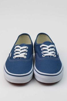Never duplicated and never out of style, the shoe that started it all for Vans. The Vans Authentic casual skate shoe is THE original classic. - Style# VN-0EE3NVY - Color: Navy - Cotton drill lining. -