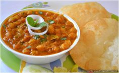 """#Chole Bature is the """"Haryana Classic"""" roadside dish. They are served with onions, carrot pickle, green chutney and achaar #Street #Food #India #ekPlate #ekplatechole"""