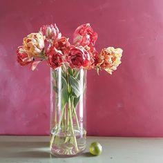 kukkakurssi-sesonki-hilmala Glass Vase, Home Decor, Decoration Home, Room Decor, Home Interior Design, Home Decoration, Interior Design