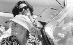 Still of Johnny Depp and Benicio Del Toro in Fear and Loathing in Las Vegas