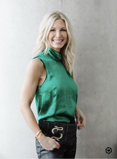 Emerald Green Silk top and snake clutch.wearable this fall or winter with a jacket over, but also light weight for spring and summer Winter Date Night Outfits, Autumn Fashion, Spring Fashion, Women's Fashion, Fashion Over 40, Work Casual, Nice Dresses, Casual Outfits, Clutch Bags