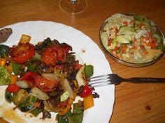 Auch im Urlaub kann man gut vegan leben: Petra bestellte im Restaurant kurzerhand eine bunte Gemüseplatte. http://petzig.blogspot.co.at/2013/04/vegan-wednesday-35.html