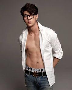 # A collection of short love stories between Tae Darvid and Thanit Itthipat. Korean Boys Ulzzang, Korean Men, Hot Asian Men, Asian Boys, Poses Modelo, Asian Male Model, Abs Boys, Cute White Boys, Shirtless Men