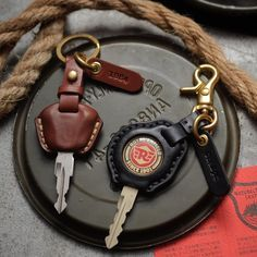 Tochigi leather key cases for Royal Enfield and Triumph with tag name stamping service (made to order) Thank you for your support. Enfield Bike, Enfield Motorcycle, Motorcycle Style, Women Motorcycle, Scrambler Motorcycle, Motorcycle Leather, Honda Motorcycles, Vintage Motorcycles, Motorcycle Helmets