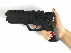 Blade Runner Blaster Gun Weapon Pistol Prop 2049 - Office K - Perfect Cosplay Accessory, Birthday Gift, Easter Gift, Father's Day Gift Sci Fi Weapons, Concept Weapons, Fantasy Weapons, Diy Crossbow, Crossbow Arrows, Survival Weapons, Survival Gear, Blade Runner Blaster, Mandalorian Armor