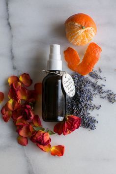 Make a Homemade Deodorant Spray (That Really Works!) | http://helloglow.co/diy-deodorant-spray/