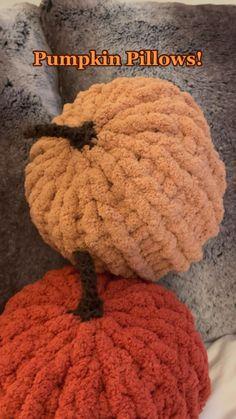 Diy Crochet Projects, Crochet Crafts, Yarn Crafts, Knitting Projects, Crochet Ideas, Halloween Crochet, Halloween Crafts, Halloween Decorations, Cute Crochet