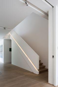 moderne woning, afrit, garage in kelder, gevelbepleistering, glaspartijen…