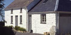Old stone cottage (2 levels)