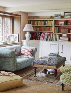 This dreamy Sussex cottage experiments with bold patterns and prints perfectly -. - This dreamy Sussex cottage experiments with bold patterns and prints perfectly – # - Cottage Living Rooms, My Living Room, Living Spaces, English Living Rooms, Cottage Lounge, Cozy Cottage, Cottage Homes, Apartment Living, Home Interior