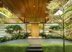 entrée de maison avec toiture en bois avec spots encastrés