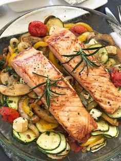 Oven vegetables with salmon- Ofengemüse mit Lachs Salmon with oven vegetables - Shrimp Salad Recipes, Shrimp Recipes For Dinner, Shellfish Recipes, Salmon Recipes, Oven Vegetables, Roasted Vegetables, Salmon Salad, Slow Cooker Recipes, Healthy Foods