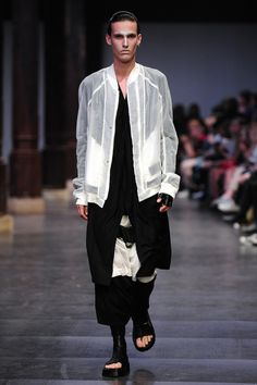 http://www.thvndermag.com/moda/julius-ss16-paris-fashion-week/