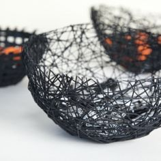 halloween diy spider web bowls by Jessica Marquez for Design*Sponge Glow Stick Jars, Glow Jars, Glow Sticks, Diy Halloween Spider, Halloween Party, Diy Pom Pom Rug, Easy Crafts, Easy Diy, Simple Diy