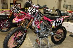 The pink spokes are AWESOME. getting them for my bike!