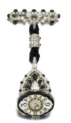Montre émail et diamants, cadran avec aiguilles en acier bleui et chiffres arabes, mouvement signé AGASSIZ 1925 (hva)