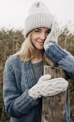 Nordic Yarns and Design since 1928 Easy Knit Hat, Loom Knit Hat, Knitted Hats Kids, Loom Knitting, Free Knitting, Knitting Patterns, Crochet Bows, Crochet Yarn, Mode Plein Air