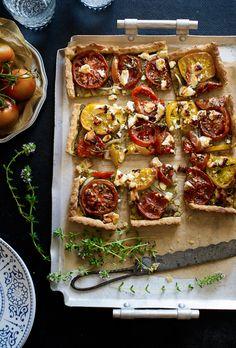 Hartige taart met tomaat, pesto en geitenkaas - Tomato Tart with Pesto and Goat Cheese #recept
