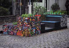 Memórias coletivas. Parklet pintado em em Pinheiros pode sentar tinta seca. by guilhermekramer