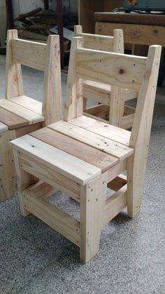 Are you searching for rustic home decor ideas? Whether you are looking for rustic furniture, DIY project ideas, or one-of-a-kind products to add to your home rusticdesk rusticfurniture rusticshelf WoodworkingGarage Diy Pallet Projects, Wood Projects, Woodworking Projects, Woodworking Plans, Furniture Projects, Pallet Furniture, Rustic Furniture, Furniture Nyc, Cheap Furniture