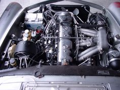 Mercedes-Benz 280 SL motore