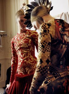 Karlie Kloss & Alla Kostromichova backstage @ McQueen Fall10