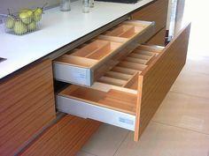 Cajones que hacen más cómoda la cocina - Cocinas con estilo