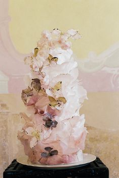 Delicate timeless wedding ideas at a Baroque chateau in Prague - 100 Layer Cake Blush Wedding Cakes, Luxury Wedding Cake, Elegant Wedding Cakes, French Wedding, Timeless Wedding, Wedding With Kids, Wedding Looks, Wedding Blog, Wedding Styles
