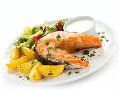 Salmón a la plancha con salsa de eneldo y miel, una #receta fácil para una cena sana con #Productos Frescos.