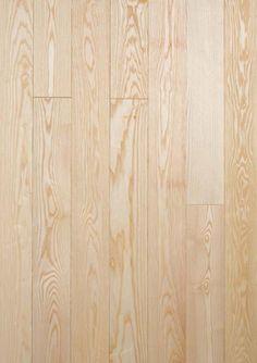 JASEŇ natur - Podlaha z jaseňa je rovnako odolná (tvrdosť IV) ako podlaha z dubu. Ako je ale vidieť z obrázku, má úplne odlišnú farbu. A to je jedna z najväčších predností. Dub bude vždy na pohľad ťažká a robustná drevina. Naopak jaseňová podlaha svojou svetlosťou interiér odľahčí a rozsvieti