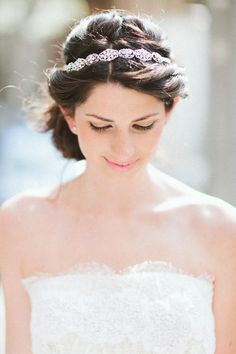 love this simple and sweet bridal hair accessory // photo by AllanZepeda.com