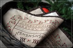 Christmas Sampler-Molly Mitchell, 1836 / Original design by SubRosa  Digital pattern (sent by email)   Stitch count: 197 X 261 Finished size: 27 X 37 cm Model stitched on 36 count Edinburgh linen with WDW threads.   You can see all my patterns on my blog: http://e-subrosa.blogspot.com  Thanks for visiting