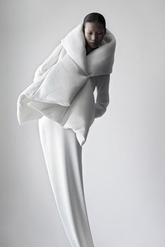 Chinese fashion designed Qiu Hao -  'Serpens' collection #fashion #white #china #couture