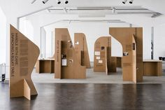 Handle with Care. Unpacking a Bulky Table Exhibition of the Bauhaus Lab 2019 Exhibition Stand Design, Exhibition Display, Exhibition Space, Display Design, Booth Design, Store Design, Bauhaus, Museum Displays, Cardboard Furniture