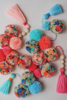 DIY The Perfect Tassel + Pom Pom Garland - Honestly WTF for tweens pom crafts crafts crafts Pom Pom Garland, Diy Garland, Tulle Poms, Pom Pom Crafts, Yarn Crafts, Pom Pom Diy, Craft Stick Crafts, Diy And Crafts, Preschool Crafts