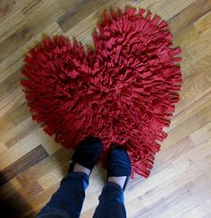 recycled t-shirts made into rugs....♥♥♥