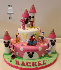 Not able to decide the cake for your baby's birthday celebration? So, here are some impressive cakes to make your child's day. Minnie Mouse Birthday Cakes, Minnie Mouse Cake, Friends Cake, Disney Cakes, Mickey Mouse And Friends, Cata, Girl Cakes, Cakes And More, How To Make Cake