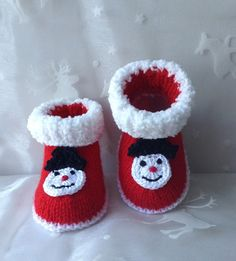 Christmas booties for babies sizes months red and white - Bebek Patikleri Christmas Fashion, Christmas Baby, Christmas Time, Viking Tattoo Design, Crochet Bebe, Sunflower Tattoo Design, Crochet Baby Booties, Winter Kids, Baby Socks