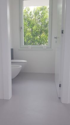 Resin bathroom floor - modern Bathroom by COVERMAX RESINE
