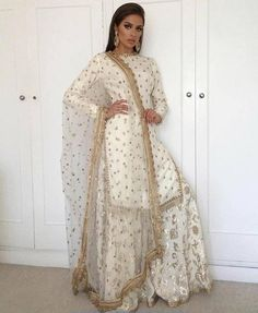 Ideas For Dress Pattern Indian Kurti Indian Fashion Dresses, Dress Indian Style, Indian Designer Outfits, Indian Outfits, Designer Punjabi Suits, Punjabi Fashion, Designer Sarees, Pakistani Wedding Outfits, Pakistani Dresses