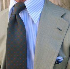 "A sartorial dream with a Viola Milano handrolled ""Forest"" silk tie… Suit: La Vera Sartoria Napoletana - Shirt: Fray - Pocket Square: Viola Milano #Violamilano #Elegance #Fashion #Menfashion #Menstyle #Luxury #Dapper #Class #Sartorial #Style #Lookcool #Trendy #Bespoke #Dandy #Classy #Awesome #Amazing #Tailoring #Stylishmen #Gentlemanstyle #Gent #Outfit #TimelessElegance #Charming #Apparel #Clothing #Elegant #Instafashion"
