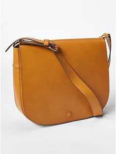 I feel like this could go with ANYTHING (minus eveningwear, haha).  Love simple satchels too much.  Leather saddle bag