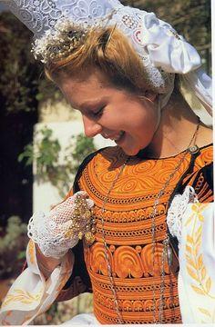 Jeune fille bigouden, se préparant avant la danse - Finistère - Bretagne - France Costume Français, European Costumes, French Costume, Brittany France, Celtic Culture, Celtic Music, Folk Clothing, Ethnic Fashion, Fashion History