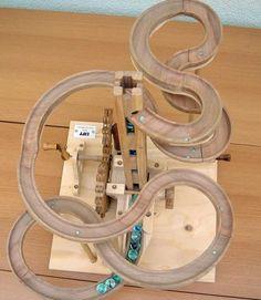 Seven amazing marble machines by Paul Grundbacher Marble Toys, Marble Games, Rolling Ball Sculpture, Wood Sculpture, Kinetic Toys, Kinetic Art, Marble Tracks, Rube Goldberg Machine, Marble Machine