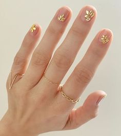 We've rounded up the best nail polish to rock all summer, courtesy of Essie. Cute Nails, Pretty Nails, Hair And Nails, My Nails, Gold Nails, Gold Nail Art, Dark Pink Nails, Purple Nail, Floral Nail Art