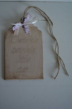 Wooden sign/tag with a vintage, rustic aged look with the text twinkle twinkle little star ---Lovely as christmas decor or christmas present...